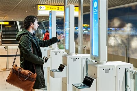 Schiphol launches pilot for boarding by means of facial