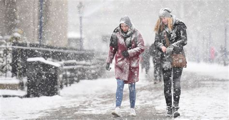 Winter weather UK: Weeks of SNOW over Christmas as bookies