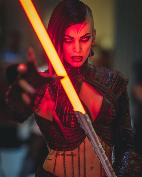 DragonCon Cosplay Video Includes Stunning Female Sith