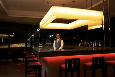 JAL Group - PRESS RELEASES - Revamped JAL Narita Lounges
