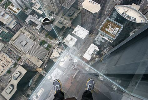 Willis Tower Skydeck Glass Cracks, Scares Living Crap Out