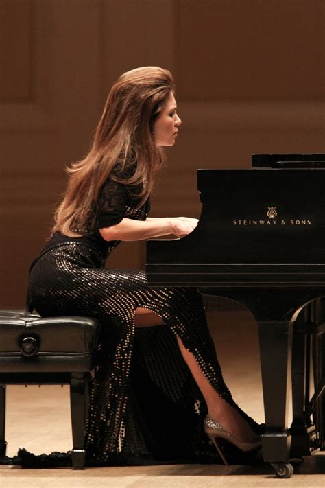 BWW Reviews: LOLA ASTANOVA Gives Stunning Tribute to