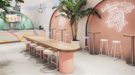 Asthetíque applies neon signs and pastel palette